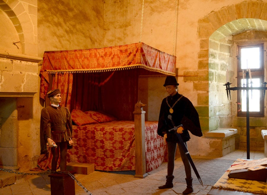 Chambre seigneuriale au château de Sigournais