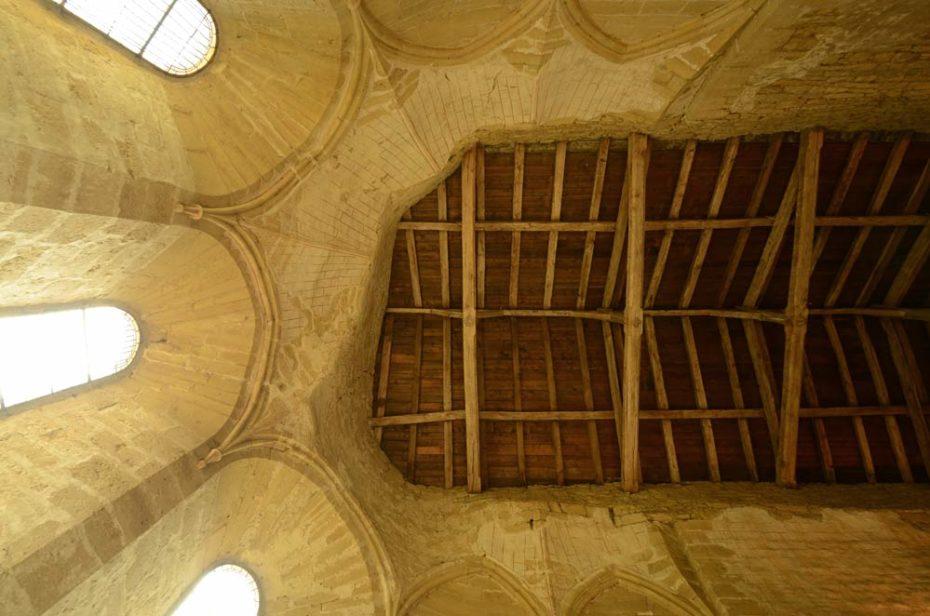 Charpente en bois dans l'abside de la chapelle de Grammont