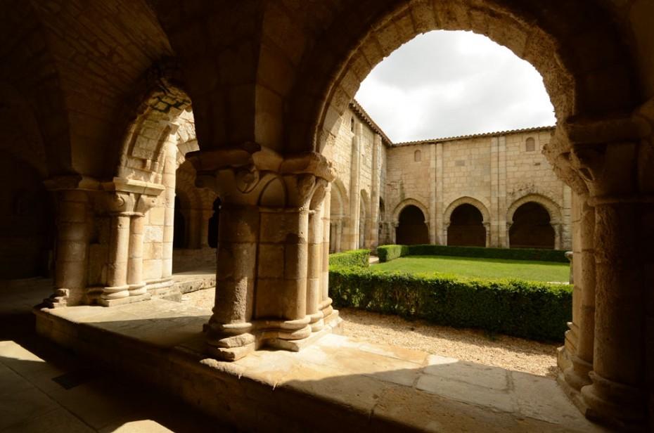 Le cloître de l'abbaye de Nieul