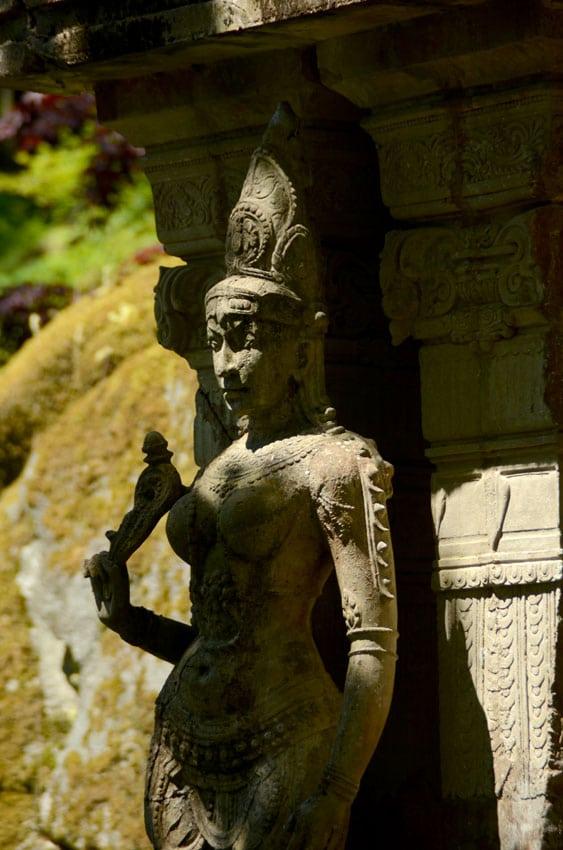 Statue à l'entrée du temple Khmer