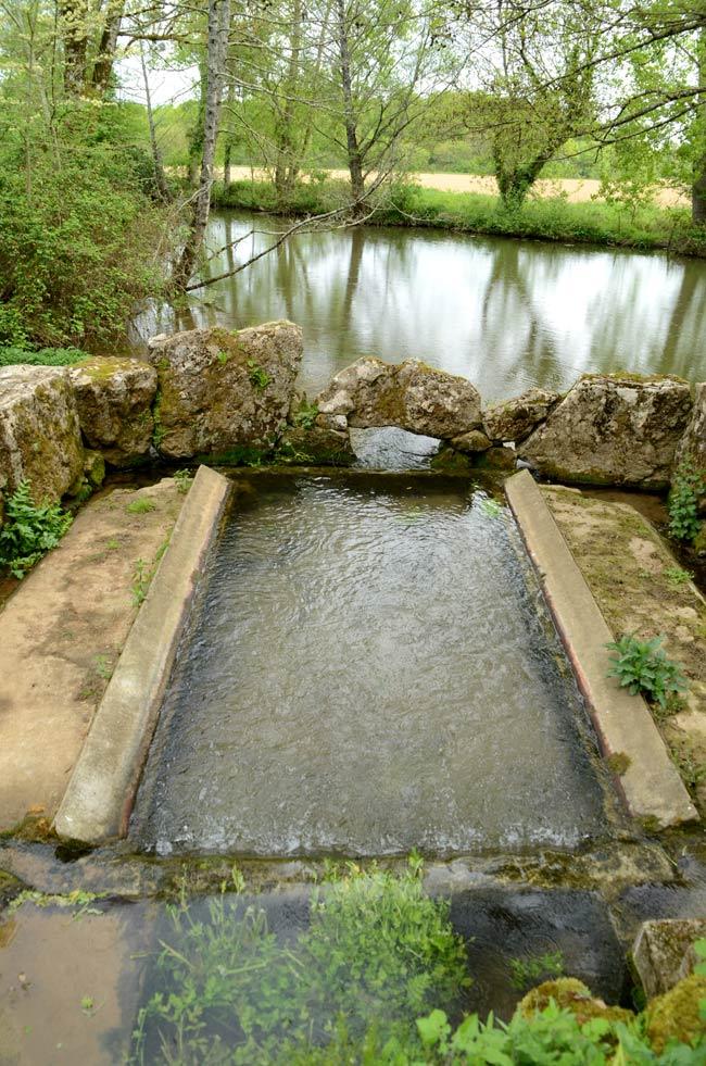 Le lavoir et source de la Solissonnière