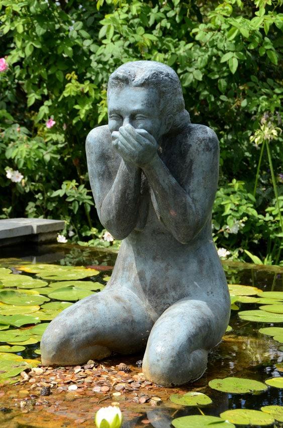 Statue et nénuphars à terra Botanica