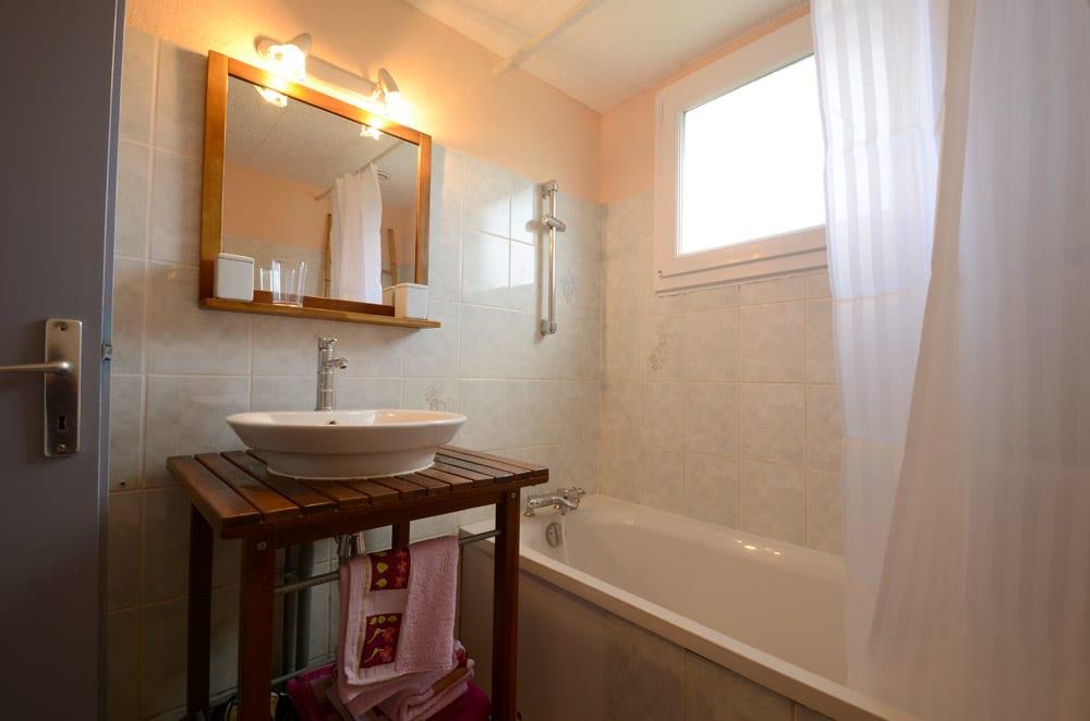 le cosy g te 2 4 personnes pour des vacances en vend e avec piscine. Black Bedroom Furniture Sets. Home Design Ideas