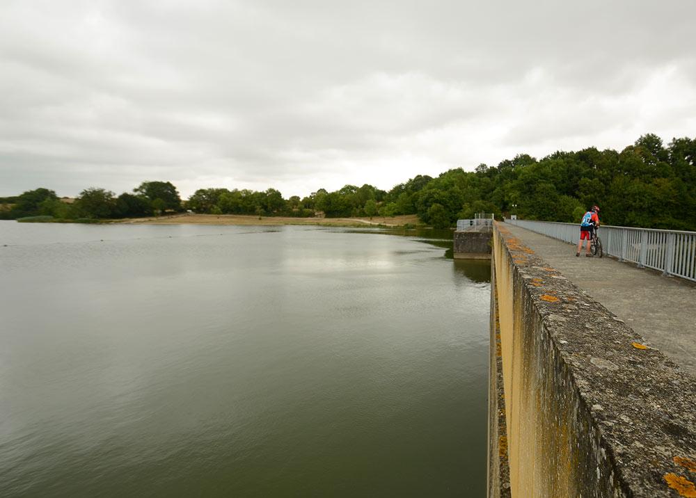 VTT au barrage de Rochereau
