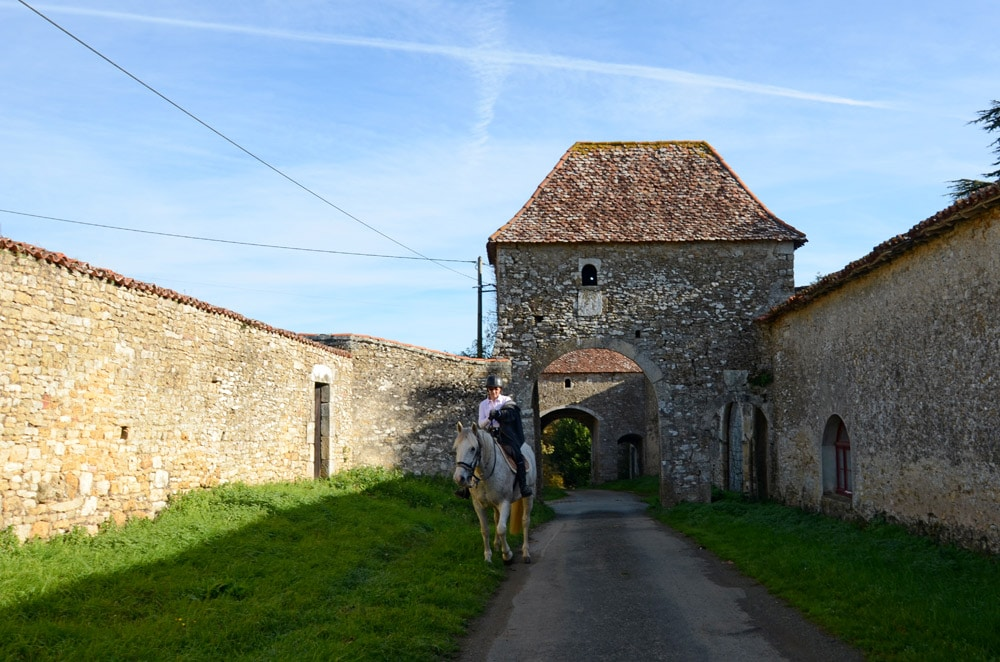 Porches en enfilade du Manoir de Ponsay