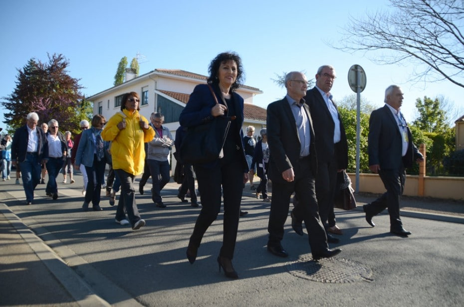 Cortege des officiels dont M Villette, maire de Chantonnay