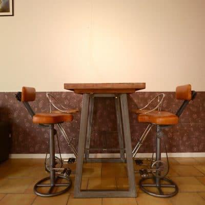 Tabourets pédales et table cosy