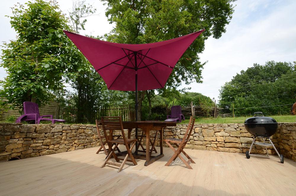 Terrage carrelage parasol rose